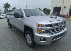 2018 CHEVROLET SILVERADO - 1GC4KZCY9JF154545 Left View