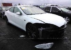 2014 Tesla MODEL S - 5YJSA1H19EFP52944 Left View