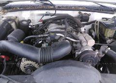 2001 CHEVROLET GMT-400 - 3GBKC34G31M101920 engine view