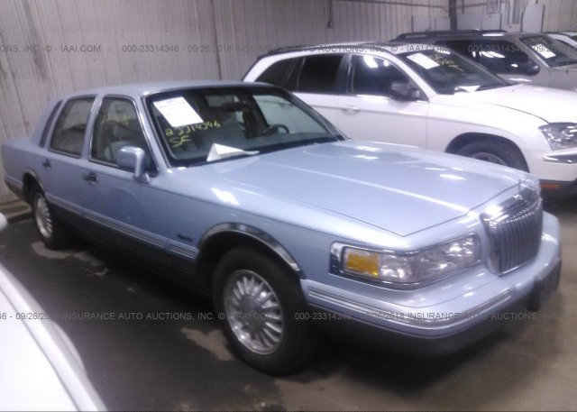 1lnlm82wxvy615810 Regular Light Blue Lincoln Town Car At