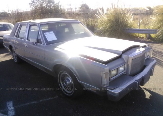 1lnbm82f8jy603032 Clear Dealer Only Silver Lincoln Town Car At