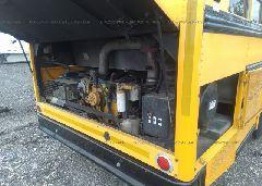 2002 THOMAS SCHOOL BUS - 1T7HR3B2621119616 front view