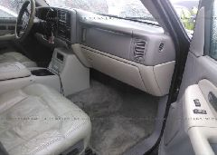 2002 Chevrolet SUBURBAN - 3GNFK16ZX2G199015 close up View
