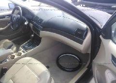 2002 BMW 325 - WBAET37402NJ22156 close up View