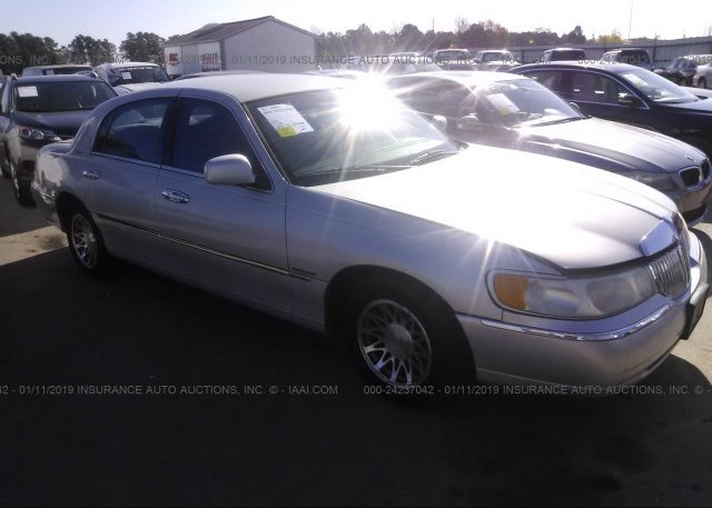 Inventory #888632803 2001 Lincoln TOWN CAR