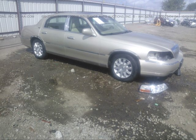 1lnhm82vx7y606220 Clear Tan Lincoln Town Car At Lincoln Ar On
