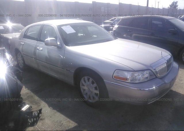 1lncm82w0my627544 Clear Dealer Only White Lincoln Town Car At
