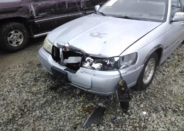 1lnhm81w1xy715143 Salvage Silver Lincoln Town Car At Dayton Oh On