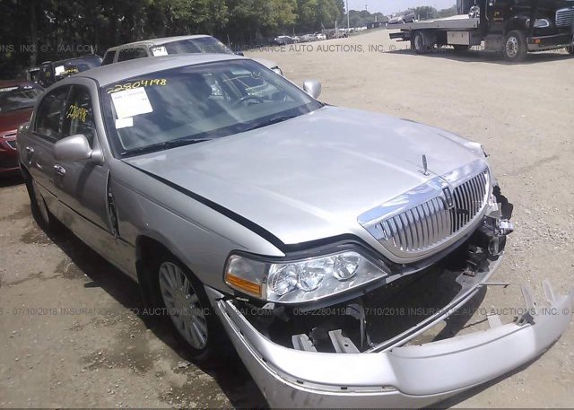 1lnhm81w55y666509 Salvage Silver Lincoln Town Car At Indianapolis