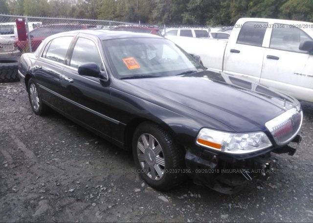2lnhm82v69x617833 Salvage White Lincoln Town Car At Lincoln Il On