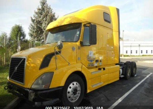 Inventory #417771123 2011 VOLVO VN