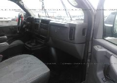 2006 Chevrolet EXPRESS G3500 - 1GAHG39UX61272718 close up View