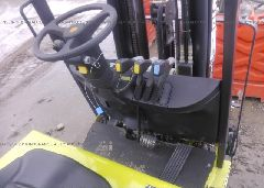 2008 CLARK FORKLIFT - TMX25018359803KF close up View