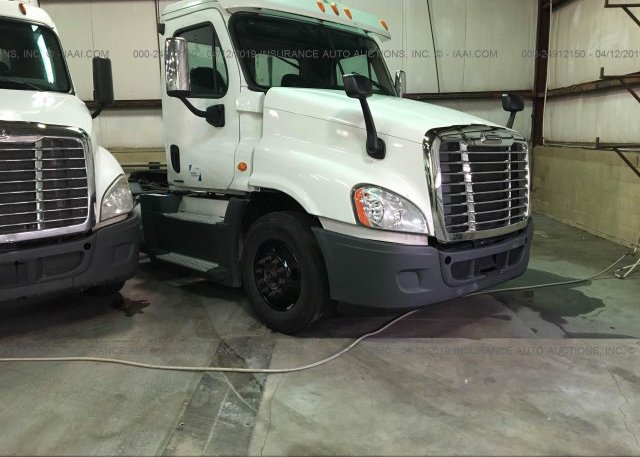 Inventory #515145775 2015 FREIGHTLINER CASCADIA 125