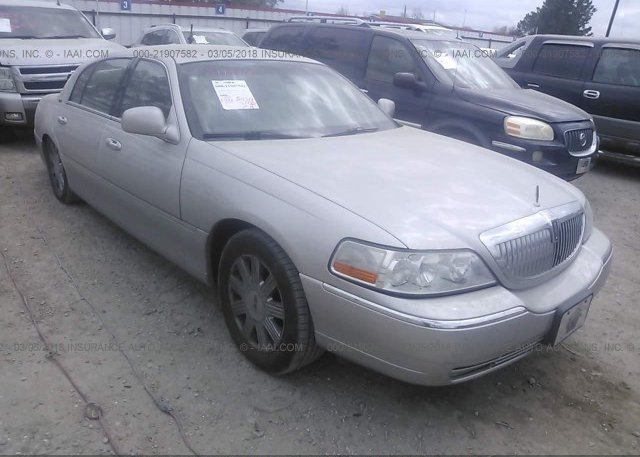 1lnbm82f4ky762759 Clear White Lincoln Town Car At Athens Al On