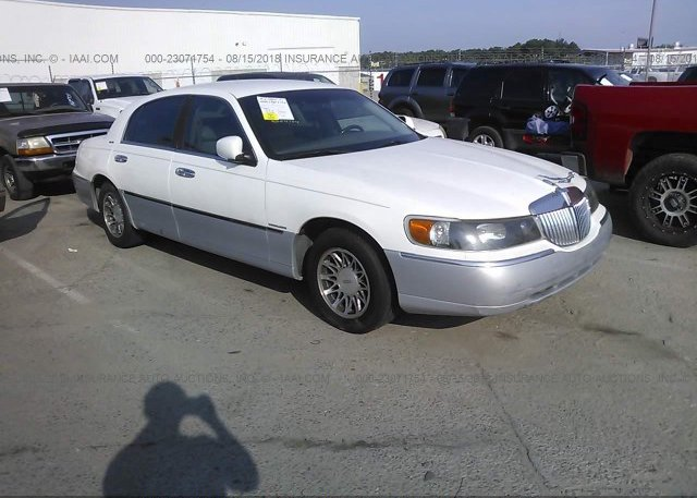 1lnhm83w2yy798919 Salvage Red Lincoln Town Car At Caldwell Id On