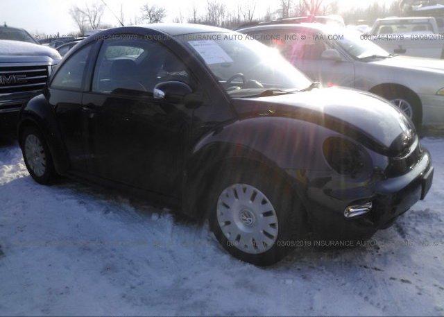 Inventory #852125035 2005 Volkswagen NEW BEETLE