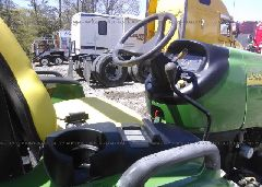 2007 JOHN DEERE 3720 TR MFWD OS HYDRO - LV3720H381766 close up View