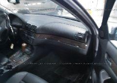 2000 BMW 323 - WBAAM3335YFP67008 close up View