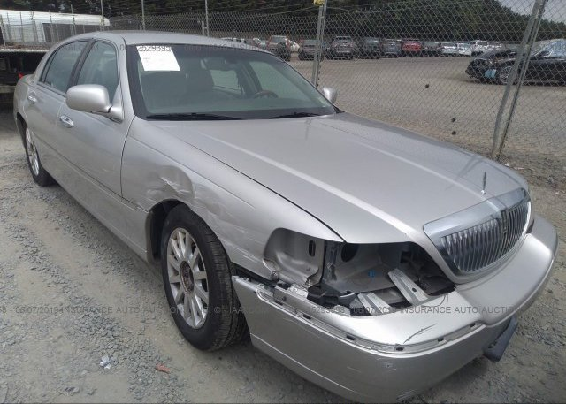 Inventory #838612301 2007 Lincoln TOWN CAR