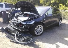 2018 Tesla MODEL X - 5YJXCDE47JF090095 Right View