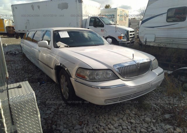 Inventory #585994983 2004 LINCOLN TOWN CAR