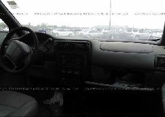 2000 Chevrolet VENTURE - 1GNDX03E1YD171601 close up View