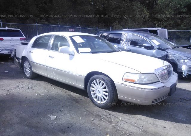 1lnhm82w03y700027 Salvage White Lincoln Town Car At Phoenix Az On