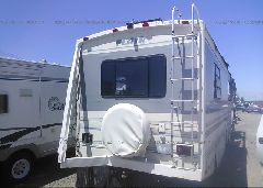 1993 CHEVROLET P30 - 1GBKP37N0P3307334 rear view