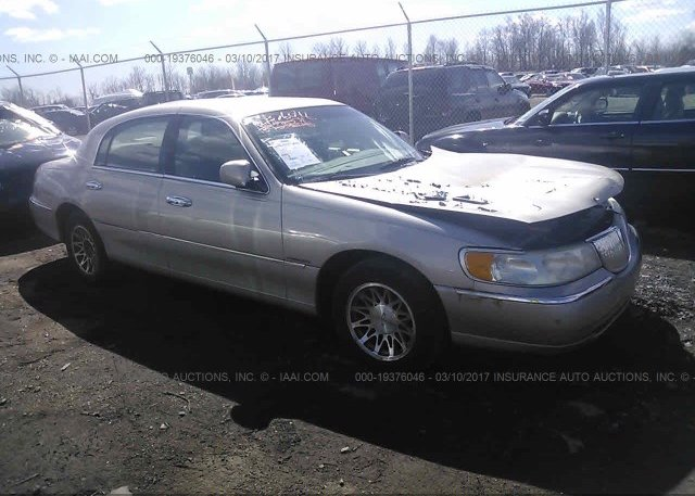 1lnhm82w52y627073 Salvage Gold Lincoln Town Car At Eminence Ky On