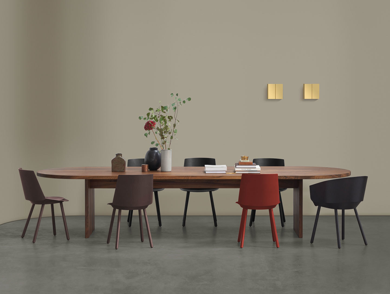 E15 Ashida Oval Table Walnut Houdini Chairs