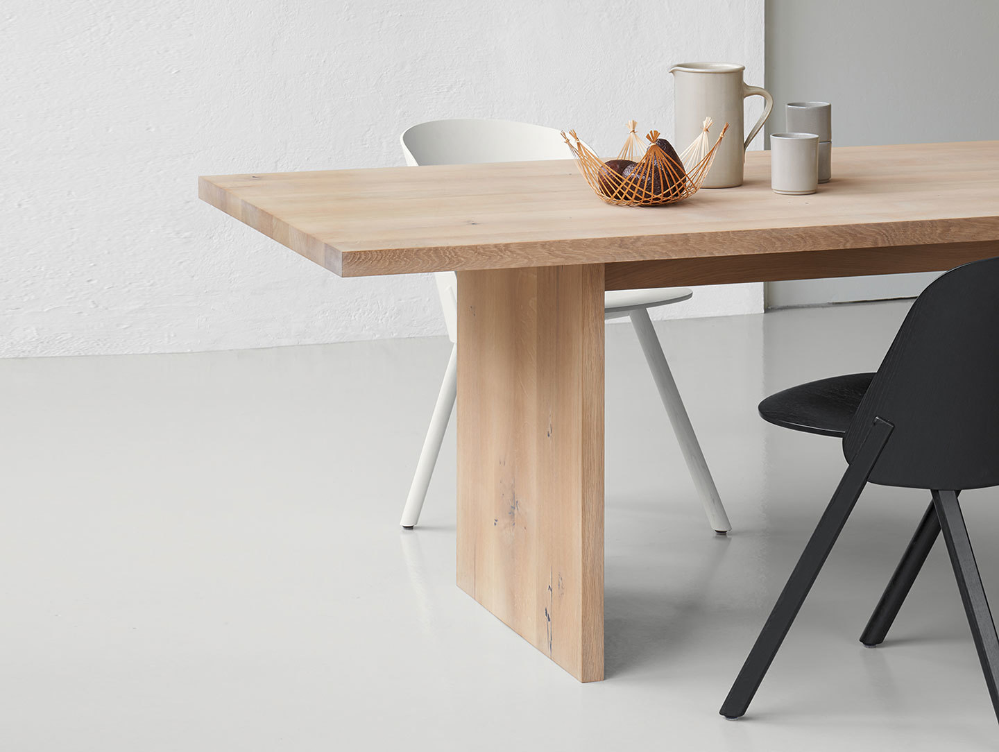 E15 Ashida Table Detail Whitened Oak