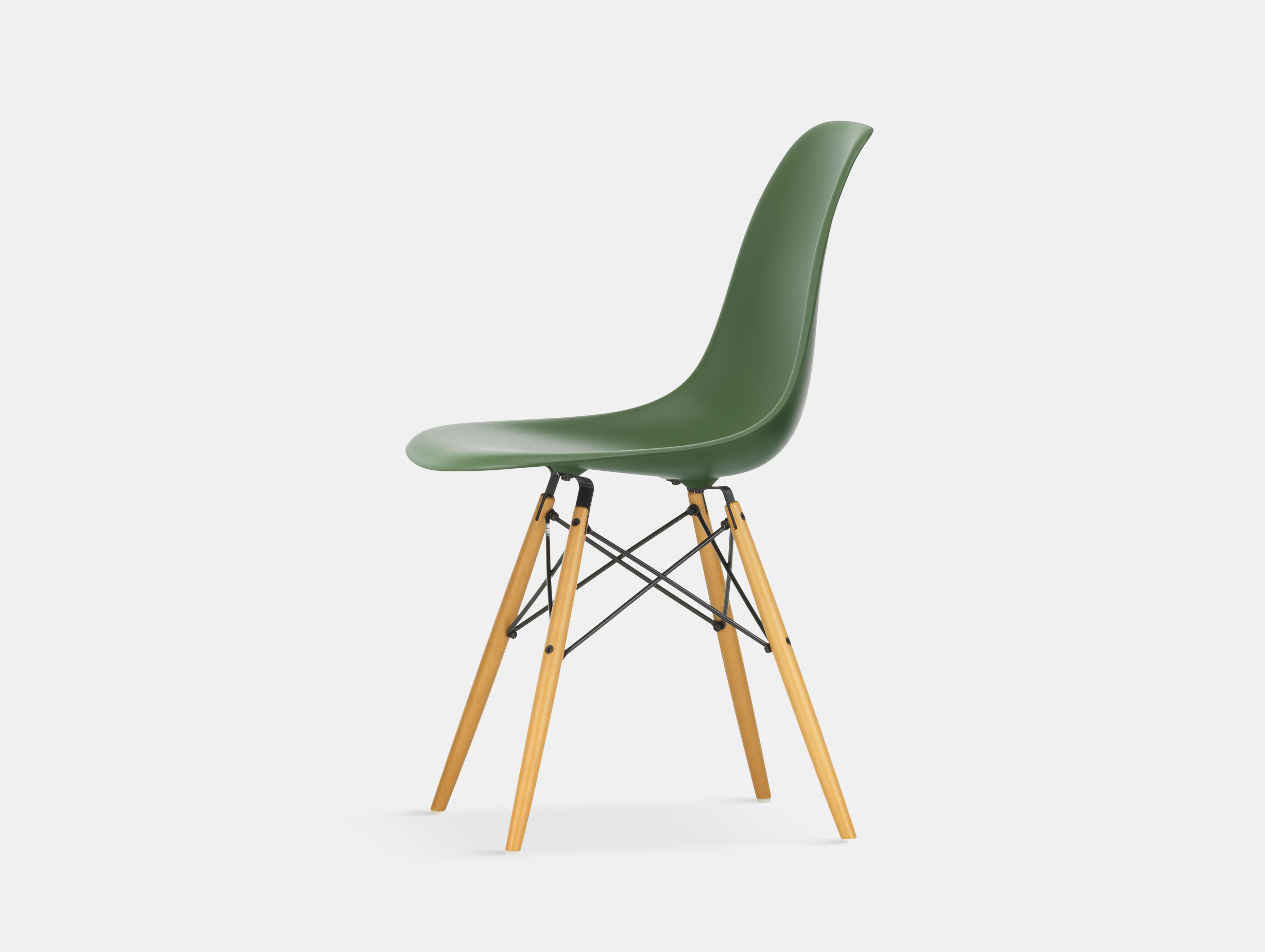 Vitra Eames DSW Plastic Side Chair forest golden maple legs