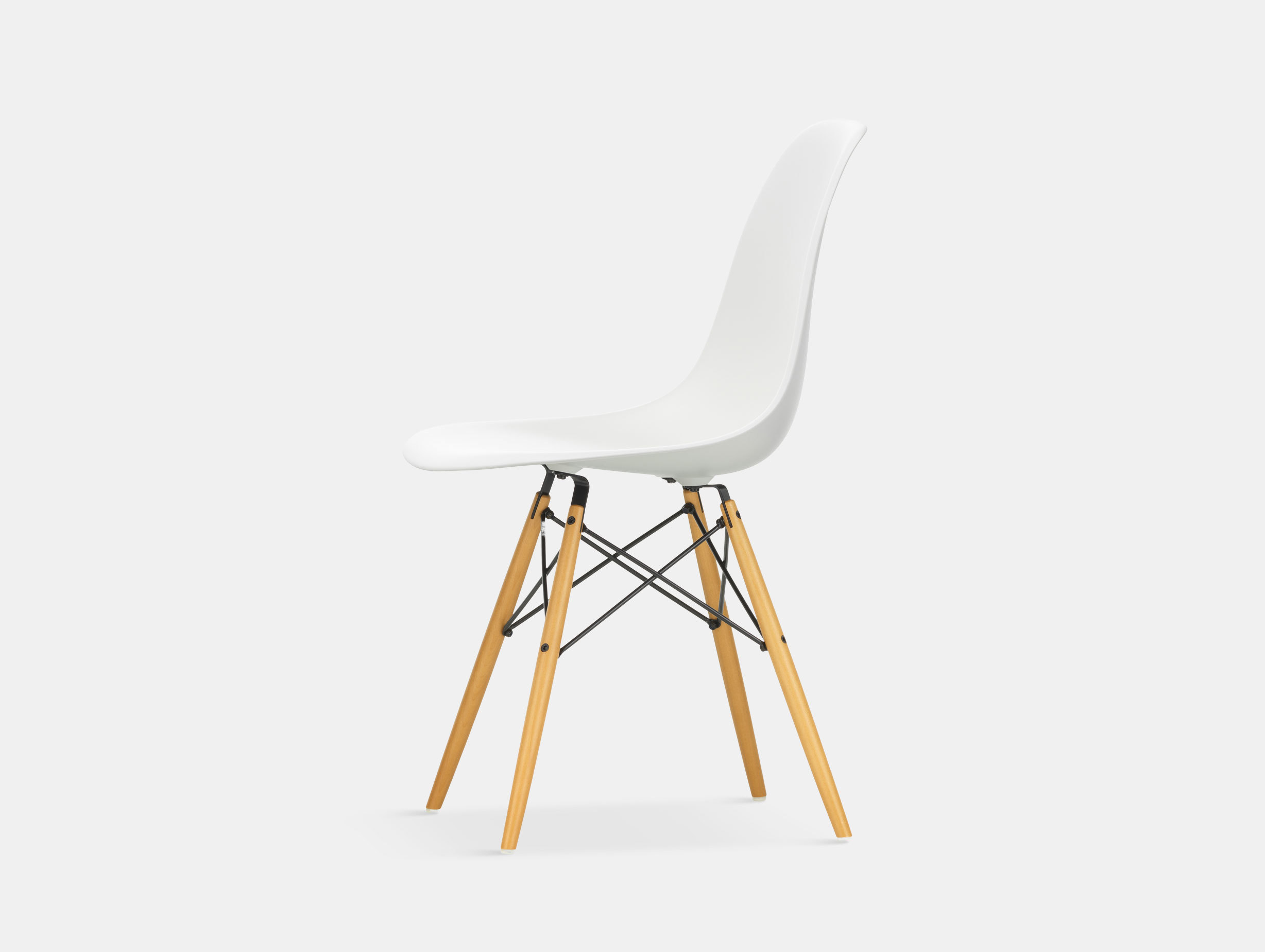 Vitra Eames DSW Plastic Side Chair white golden maple legs