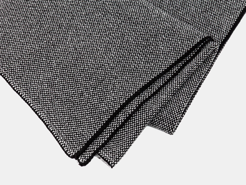 E15 Tramato Blanket Black Detail Dagmar Heinrich
