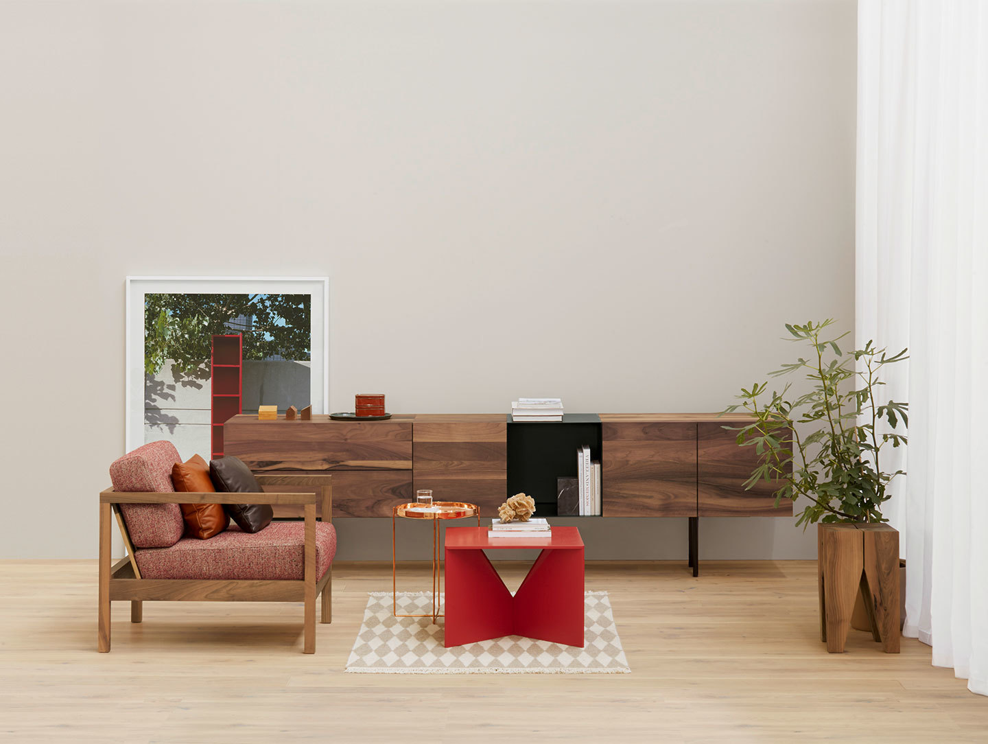 E15 Calvert Coffee Table Red Ferdinand Kramer