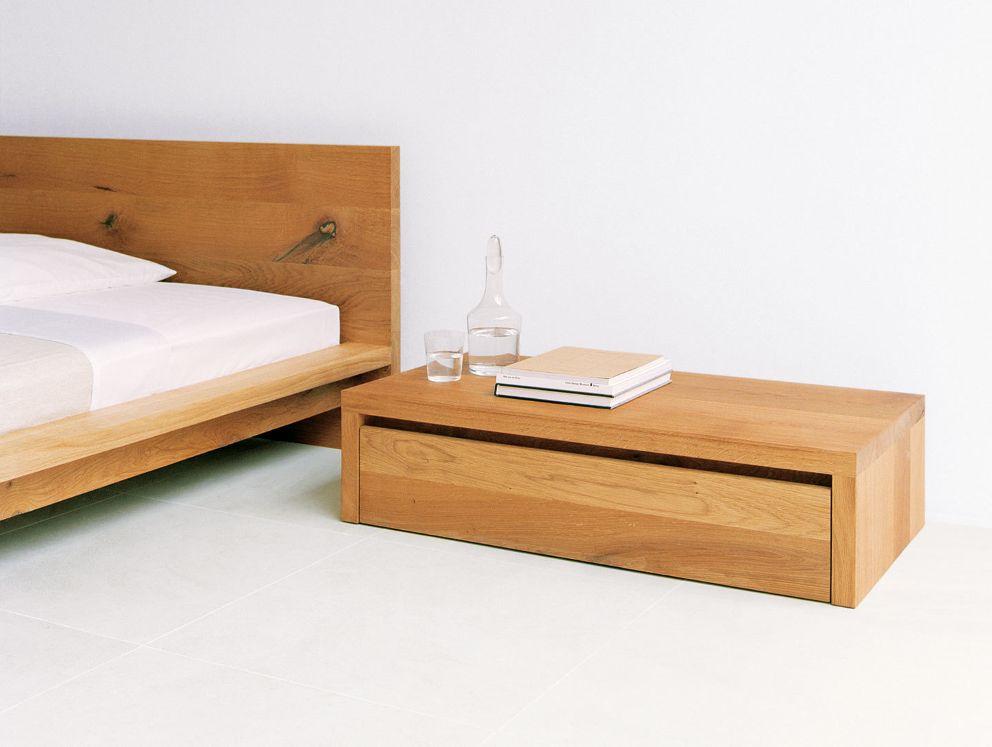 E15 Emil Side Table Mo Bed