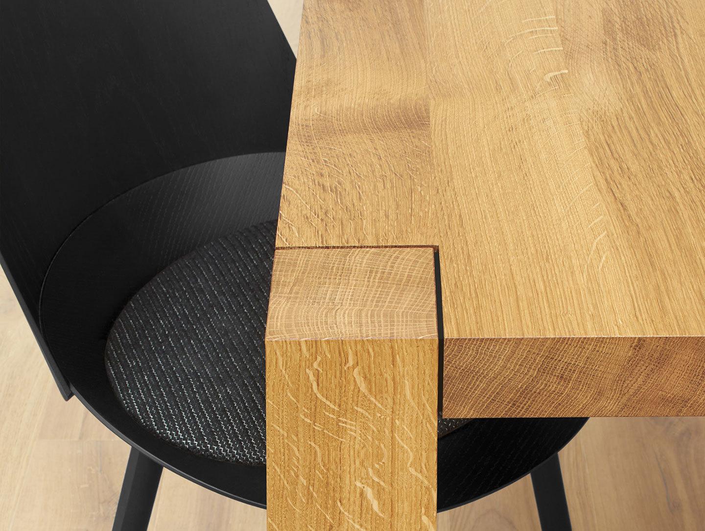E15 Holborn Table Oak Detail 2 Philipp Mainzer 2
