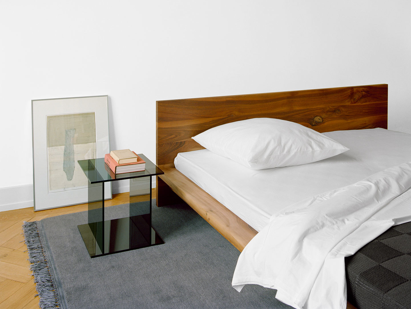 E15 Mo Bed Drei Side Table
