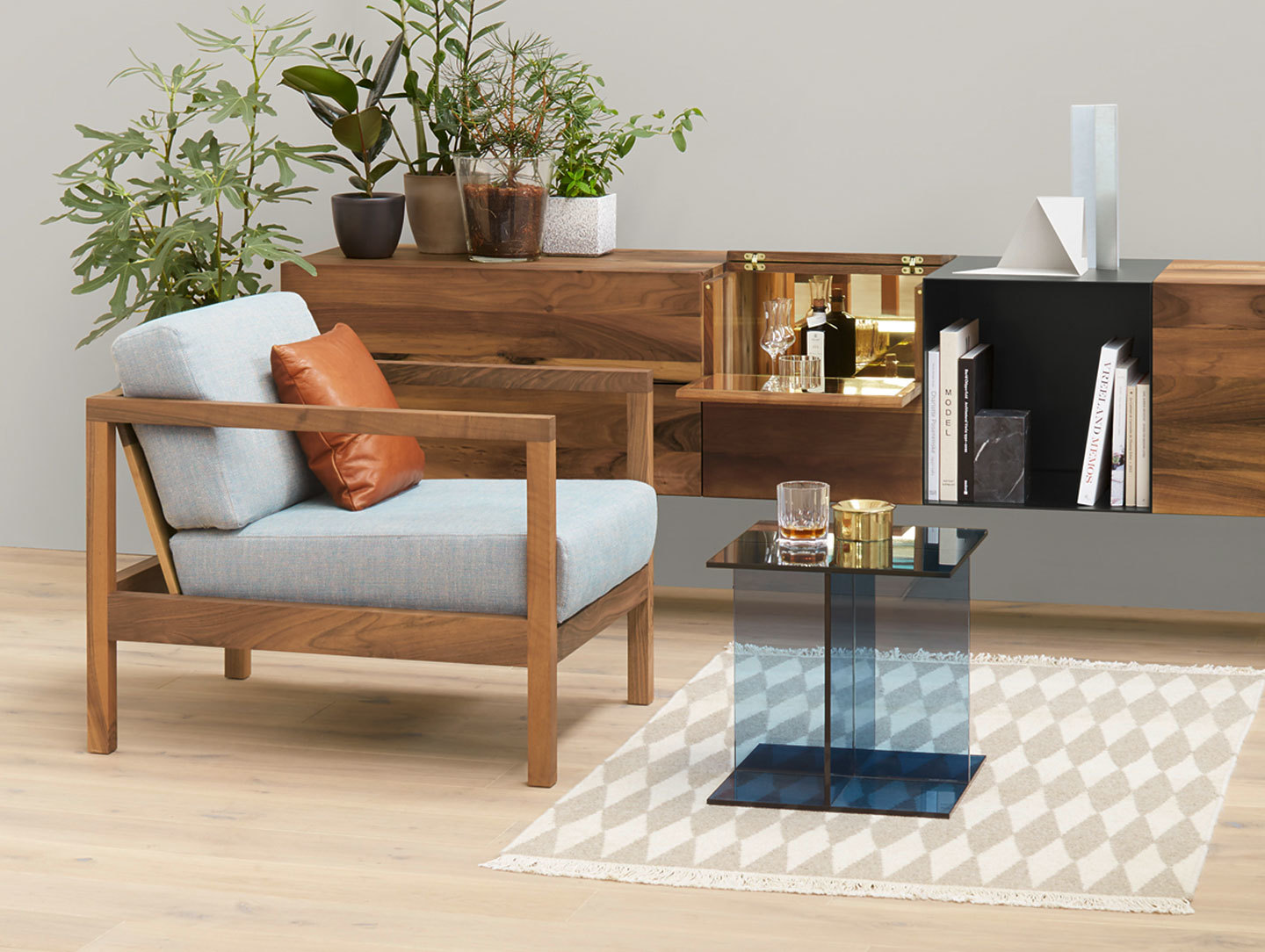 E15 Vier Side Table