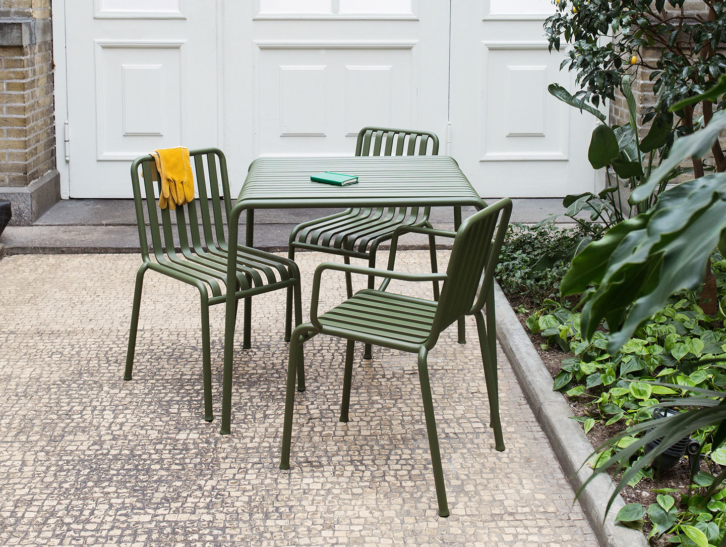 Hay Palissade Outdoor Table And Chairs Olive Ronan And Erwan Bouroullec
