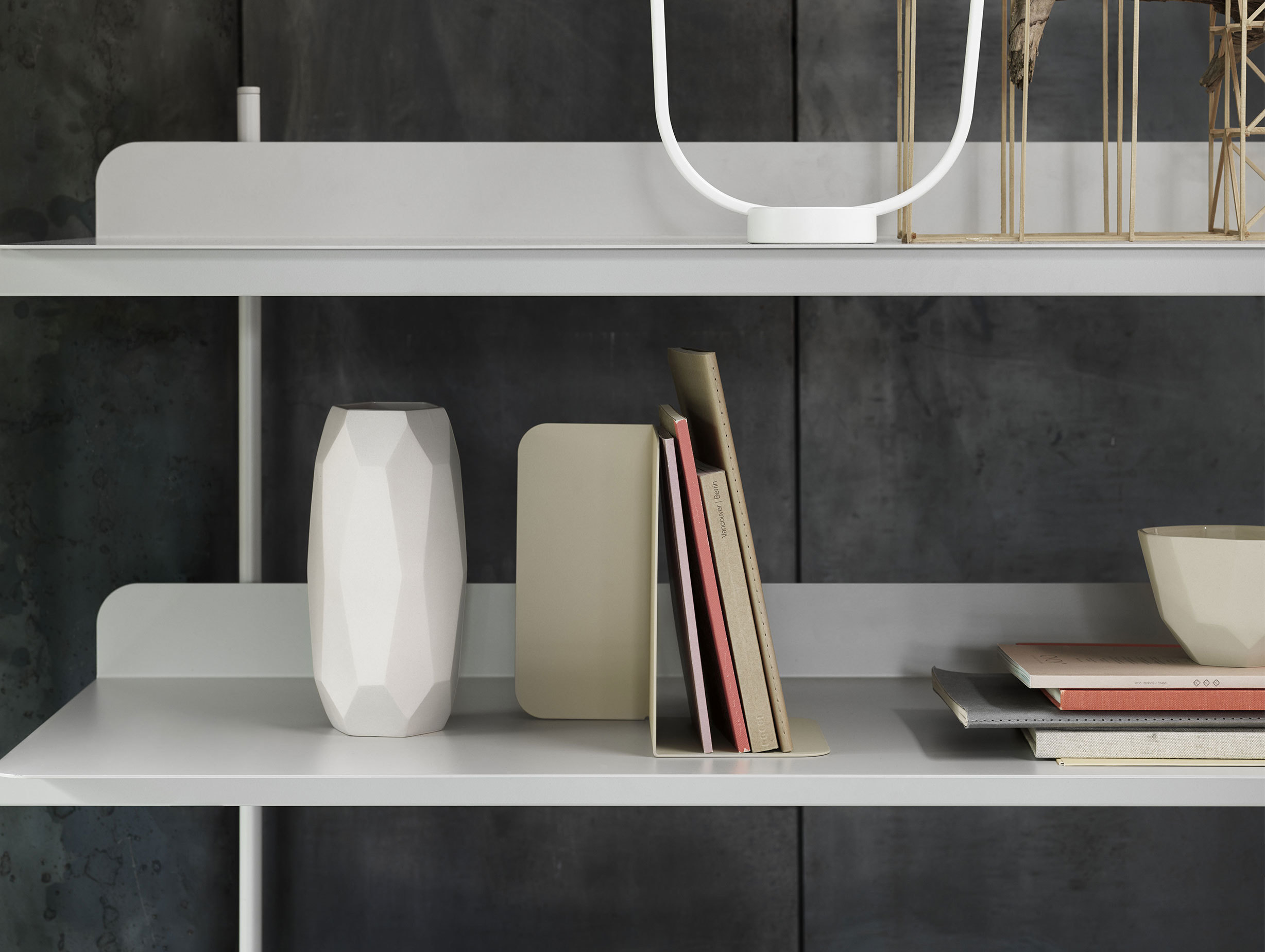 Muuto Open Compile Bookend Med