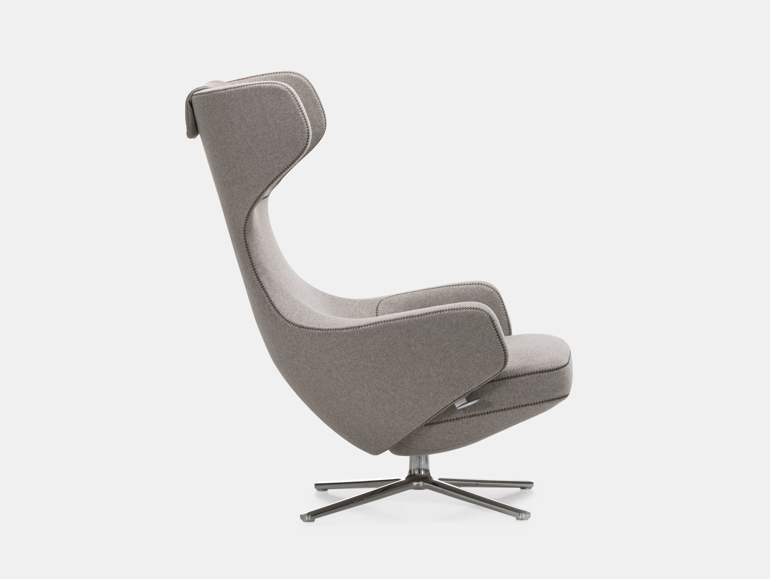 Grand Repos Lounge Chair image 1