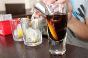 Bartender Making Drinks   Pixabay
