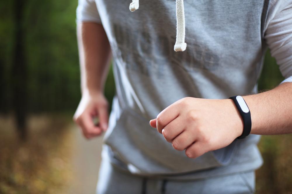 Man using HIIT watch