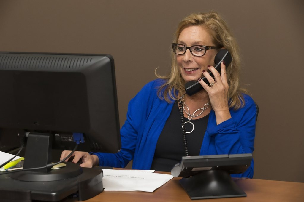 secretary makes conference call on web and telephone dial-in via freeconference.com