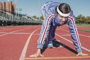 runner ready at start line