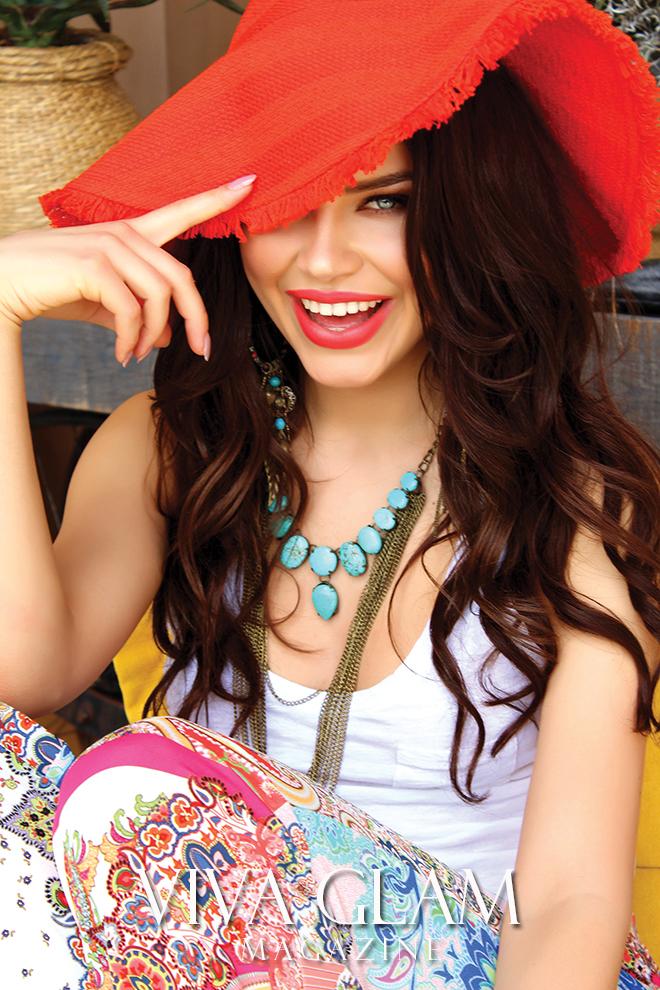 karolina chomistekova viva glam magazine supermodel mexico sayulita cashmere hair hat