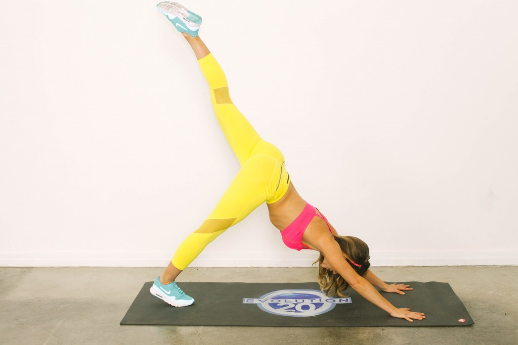 Stay Toned While Traveling The 20 Minute Hotel Room Workout-viva glam magazine-christine bullock-fitness-travel-Scorpion Plank 6