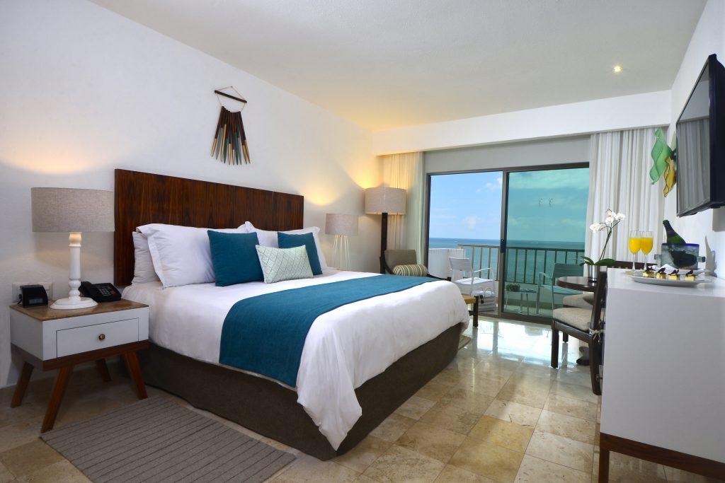 Villa-Premier-Puerto-Vallarta-Mexico-Deluxe-Room-King